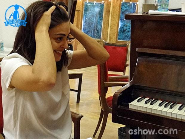 Juliana se anima com o ensaio (Foto: Meu Pedacinho de Chão/TV Globo) (Foto: Meu Pedacinho de Chão/TV Globo)