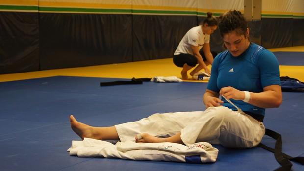 Mayra Aguiar após o treino da seleção  (Foto: Thierry Gozzer)