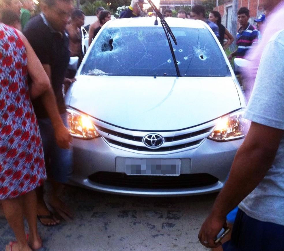 Vítima foi atingida por pelo menos quatro tiros e morreu na hora (Foto: Divulgação/PM)