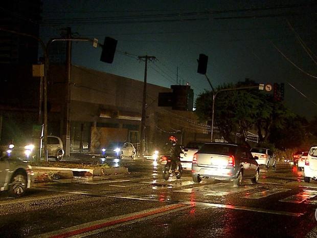 Segundo a Cosern, seis bairros de Natal ficaram às escuras (Foto: Reprodução/ Inter TV Cabugi)