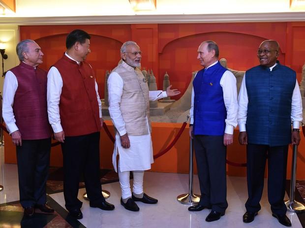 Michel Temer antes de jantar na Índia com líderes dos Brics, Xi Jingping (China), Vladimir Putin (Rússia),  Narendra Modi (Índia) e Jacob Zuma (África do Sul).  (Foto: Foto: PRAKASH SINGH / AFP))