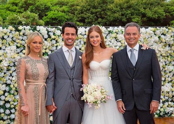 Marina Ruy Barbosa posa com os pais no casamento com Xandy Negrão (Foto: Reprodução/Instagram)
