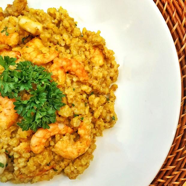 Receita de risoto de camarão com banana e curry (Foto: TomasRangel/Divulgação)