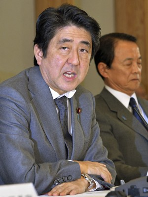 Primeiro ministro japonês, Shinzo Abe, apresenta novas medidas nesta quinta-feira (5) (Foto: Reuters)