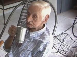 Corsino de Souza Almeida completou 105 anos no dia 6 de janeiro de 2016  (Foto: Reprodução / TV Oeste)