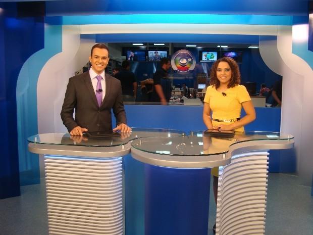Novo cenário do Tem Notícias Itapetininga foi inaugurado juntamente com o lançamento do sinal digital nesta segunda-feira (Foto: Jéssica Pimentel / G1)