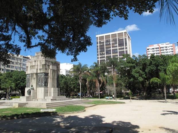 A Praça Nossa Senhora da Paz, em Ipanema, com suas árvores de 80 anos (Foto: Lilian Quaino/G1)