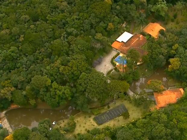 Imóvel em Atibaia esa registrado em nome de sócios de filho de Lula (Foto: Reprodução/TV Globo)