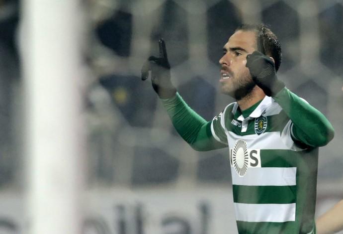 Bruno César comemora o primeiro gol do Sporting (Foto: REUTERS)