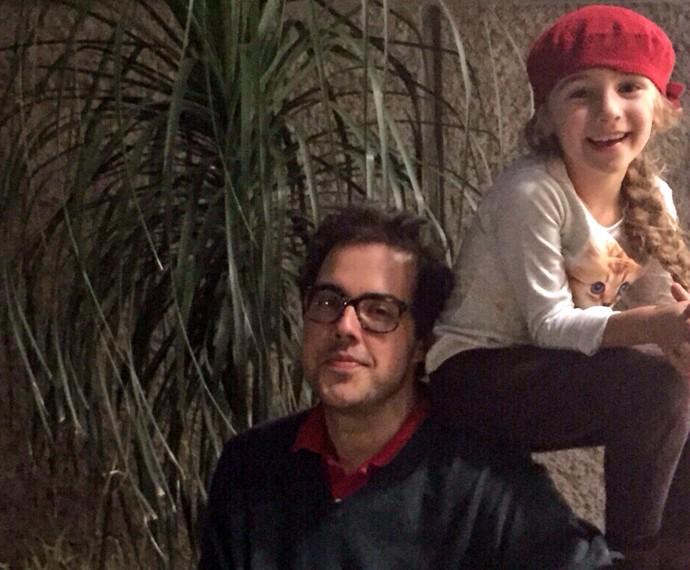 Ceylão ao lado da enteada, Olívia, quem ele carinhosamente chama de Bebê (Foto: Arquivo pessoal)