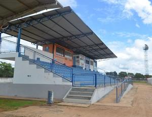 Arquibancadas do Estádio Portal da Amazônia em Vilhena, RO (Foto: Jonatas Boni)