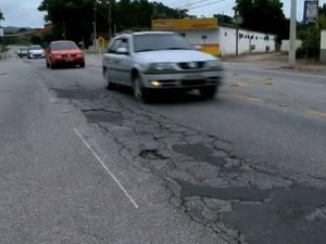 Estrada de SC tem trechos com remendos e rachaduras (Foto: Reprodução/RBS TV)