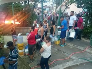 Moradores voltam a Câmara de Itu para pedir socorro à cidade (Foto: Ana Carolina Levorato/G1)