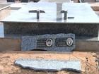 Vândalos destroem túmulos no cemitério da Saudade em Araçatuba