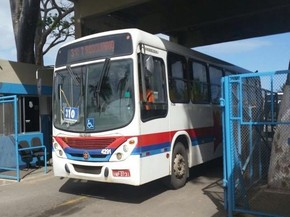 Ônibus deixa garagem da Progresso (Foto: Ana Fontes /TV Sergipe)