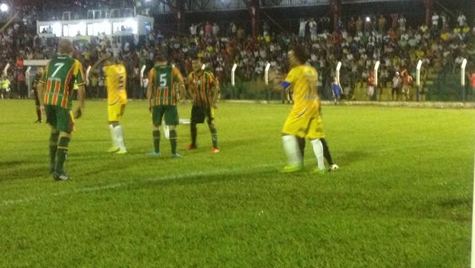 A partida entre Interporto e Sampaio Corrêa terminou em 2 X 2 (Foto: Vilma Nascimento/GloboEsporte.com)