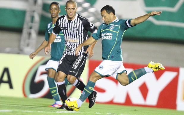 Iarley e Juca, Goias e Ceara (Foto: Carlos Costa / Agência Estado)