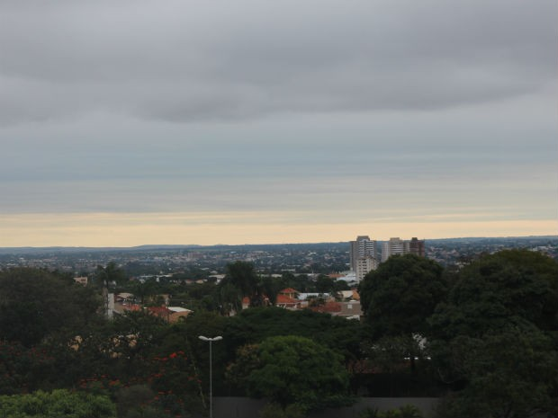 Céu de Campo Grande na tarde deste domingo (1) (Foto: Mirian Machado/ G1 MS)