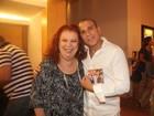 Eri Johnson ganha CD de Beth Carvalho autografado pela cantora