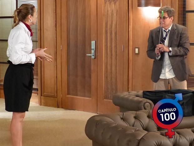 Prestes a explodir, Felipe avisa a Vânia que vai sumir (Foto: Guerra dos Sexos / TV Globo)