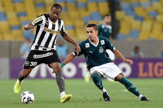 Esquerdinha e Airton Botafogo x Goiás (Foto: Getty Images)
