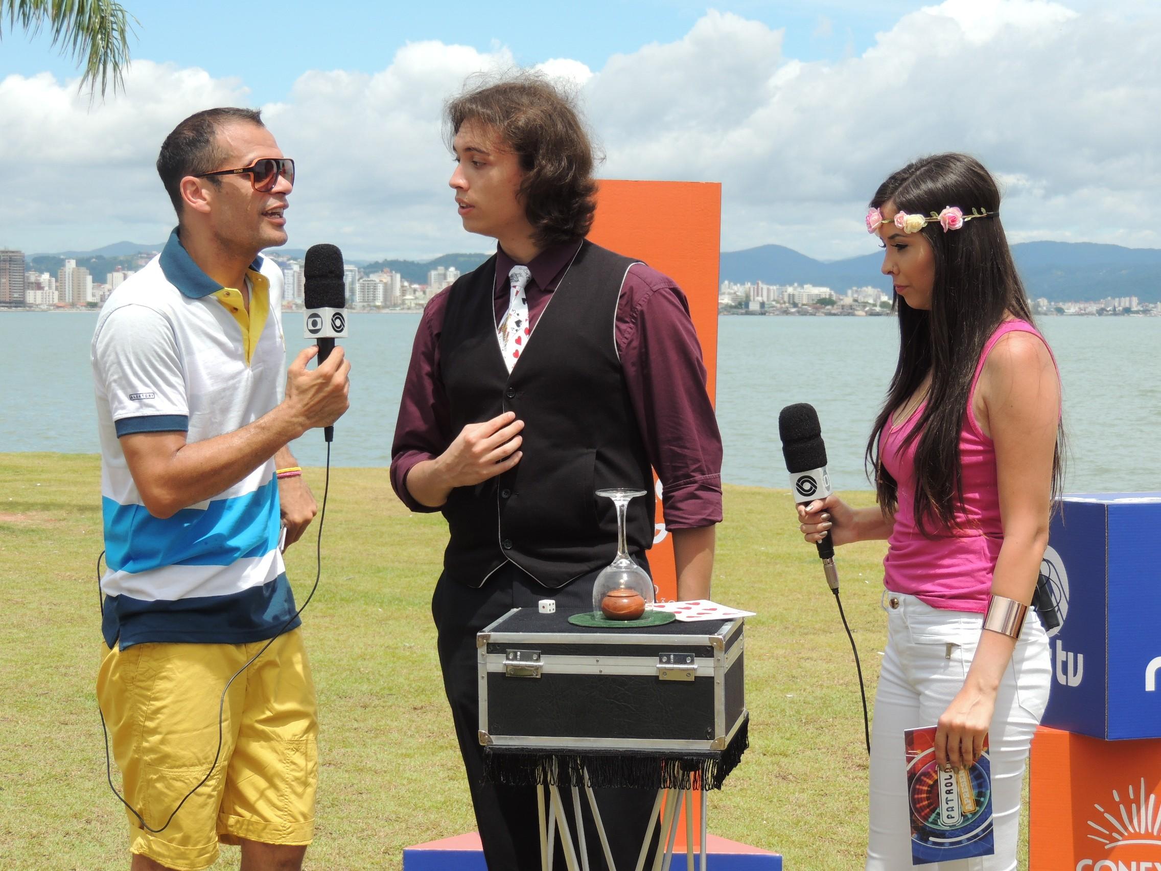 Mágico impressionou apresentadores do Patrola (Foto: Géssica Valentini/RBS TV)