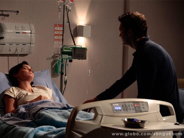 Érico vai visitar Renata que ainda está hospitalizada (Foto: Sangue Bom/ TV Globo)