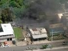 Incêndio destrói carros em ferro velho na Avenida Suburbana, em Salvador