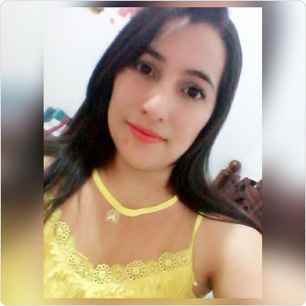 Jovem Josélia Jonas Barbosa de Almeida foi achada morta na Zona da Mata (Foto: Facebook/Reprodução)