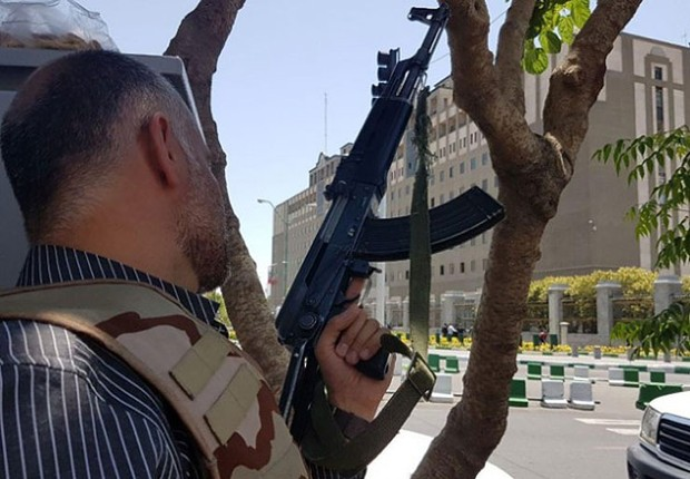 Estado Islâmico reivindica autoria de duplo ataque no Irã