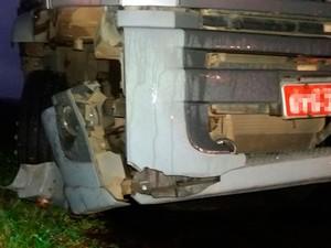 Carro capotou após batida com caminhão na BR-101 (Foto: Maurílio Garcia/Site Cocobongo)