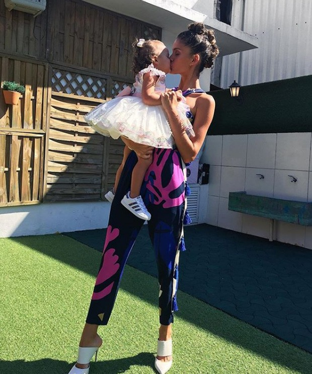 Laura Fernandez e a filha, Sol de Maria (Foto: Reprodução/Instagram)