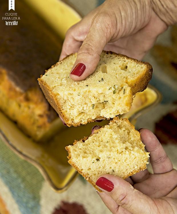 Fácil de preparar, o pão de ervas não precisa de horas para crescer: leva fermento de bolo. Receita de Adriana Haddad, da Ovos Quebrados  (Foto: Cacá Bratke/Editora Globo)