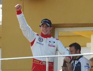 Campeão de 2010 fatura primeira vitória brasileira na Fórmula Abarth (Divulgação)