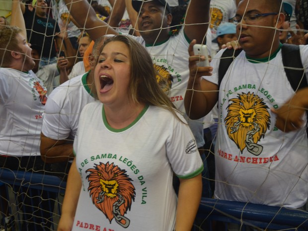 Presidente da Leões da Vila Padre Anchieta comemora título do carnaval de Campinas em 2015 (Foto: Arthur Menicucci/ G1 Campinas)