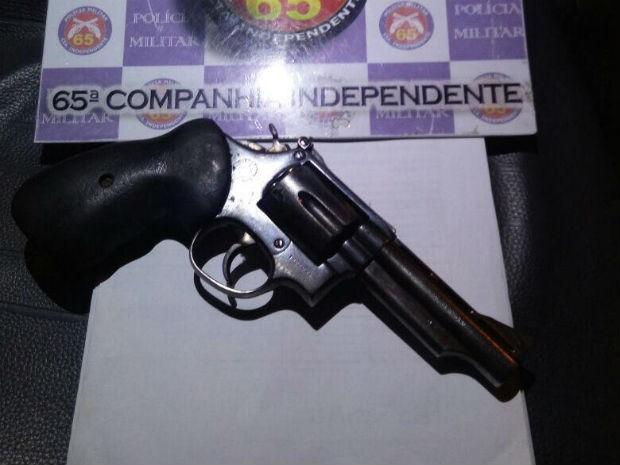 Polícia apreendeu armas que podem ter sido utilizadas no crime (Foto: Divulgação/Polícia Militar)