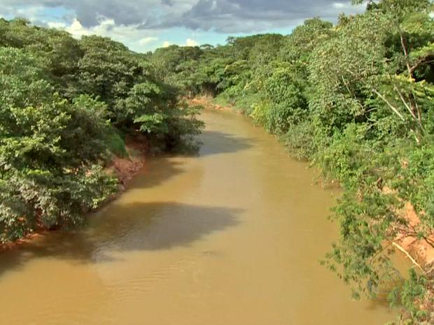 O Rio Coxipó nasce em Chapada dos Guimarães. (Foto: Reprodução/TVCA)