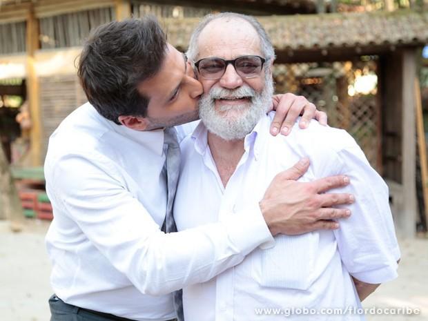 Henri Castelli e Walther Negrão no intervalo das gravações (Foto: Flor do Caribe/TV Globo)