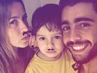 Luana Piovani e Scooby brincam com o filho e exibem bigodinhos