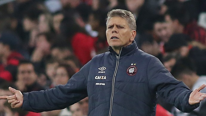 Paulo Autuori Atlético-PR (Foto: Giuliano Gomes/Agência PR Press)
