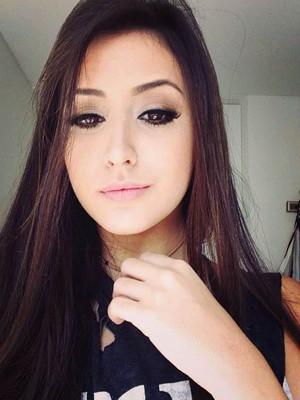 Mariana Nolasco, 16, se destacou com covers ao violão no YouTube (Foto: Divulgação)