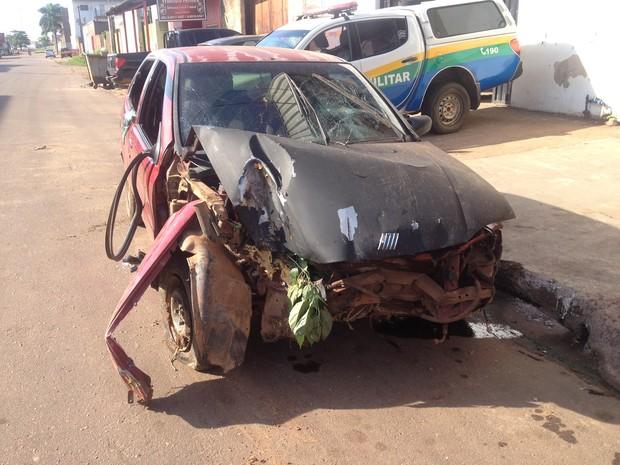 Motorista que dirigia o carro perdeu o controle e caiu em ribanceira, comparsa de suspeito fugiu do local (Foto: Hosana Morais/G1)