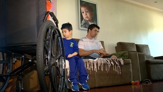 Gaúcho que perdeu as pernas após ser atropelado em SC vive com apoio da família e sonha voltar a caminhar