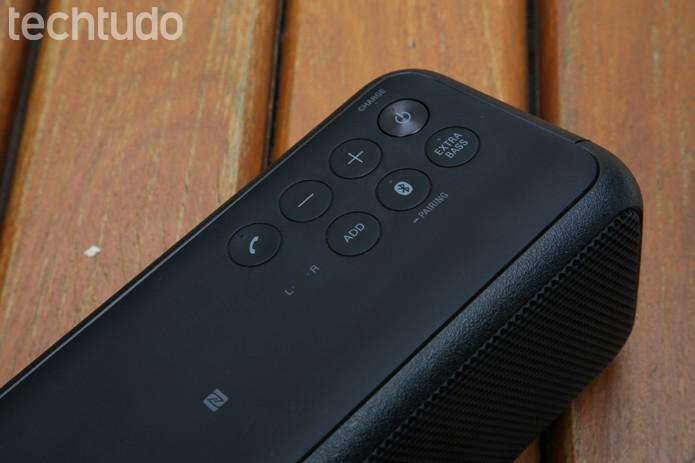 Caixa de som portátil da Sony permite conexão via Bluetooth e NFC (Foto: Gabrielle Lancellotti/TechTudo)