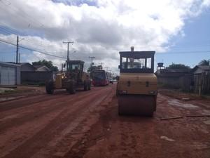 Vias do bairro Pantanal recebem pavimentação para a 'Rodovia do Pacoval' (Foto: Fabiana Figueiredo/G1)