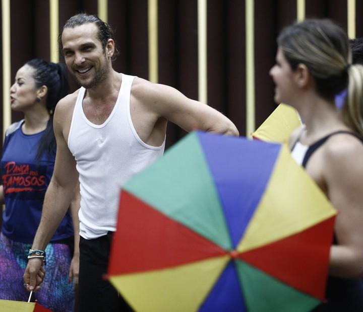 Igor Rickli no workshop de frevo do Dança 2015 (Foto: Inácio Moraes / Gshow)
