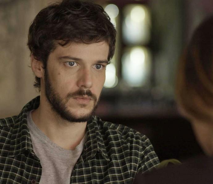 Giovanni se encontra com Bruna para contar que reatou com Camila (Foto: TV Globo)