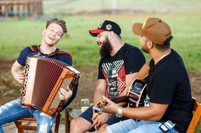 Michel Teló, Henrique e Juliano  (Foto: Deivid Correia)