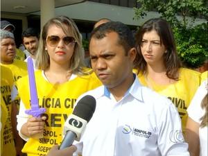 Policiais civis entregaram as armas após medida do governo no Tocantins (Foto: Reprodução/TV Anhanguera)