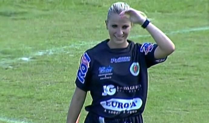 Fernanda Uliana musa arbitragem SC (Foto: Reprodução/SporTV)